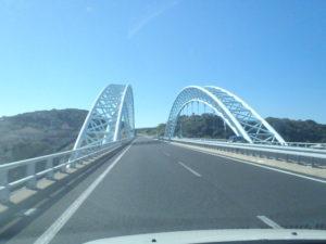 新西海橋を渡る